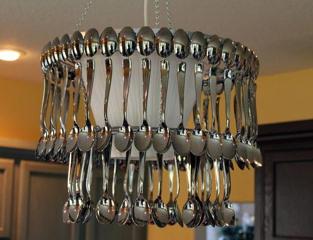 Кухонная люстра из столовых приборов