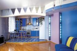 Разноуровневый пол в кухне-гостиной