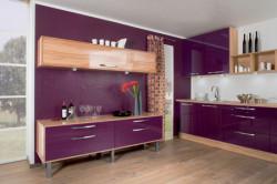 Фиолетовый в затененной комнате