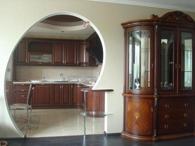 Арка между кухней и комнатой