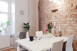 Кухня с кирпичными стенами
