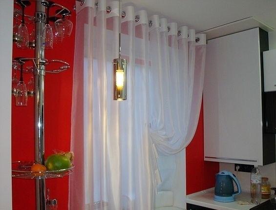 Удобные шторки для кухни