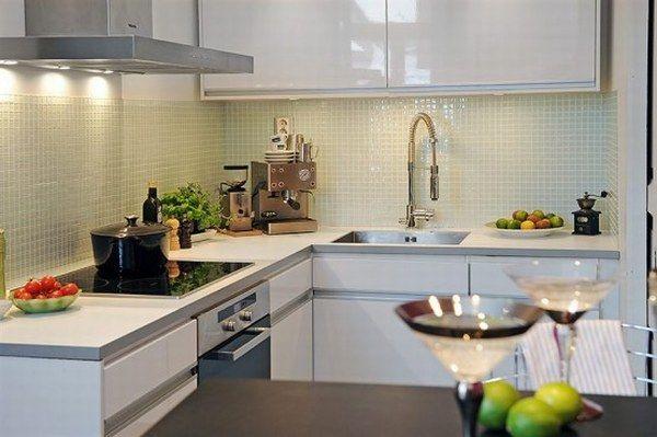 Пример кухни с глянцевыми поверхностями