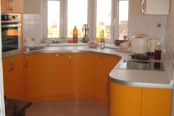 Кухонный гарнитур на эркере
