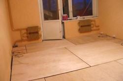 Выравнивание деревянного дома листами фанеры
