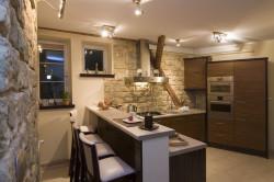 Декоративный камень в кухни