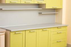 Пример крашенного рамочного фасада на кухне
