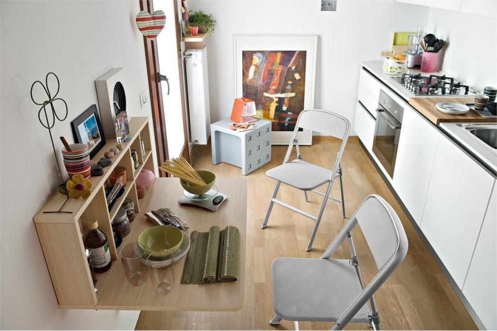 Складной столик на маленькой кухне