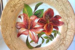 Декорирование тарелки с помощью салфеток