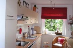 Оформление длинной и узкой кухни
