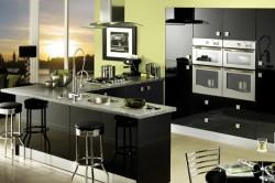 Кухонный гарнитур черного цвета