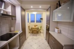 Пример кухни совмещенной с балконом