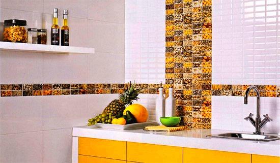 Кухня облицованная керамической плиткой
