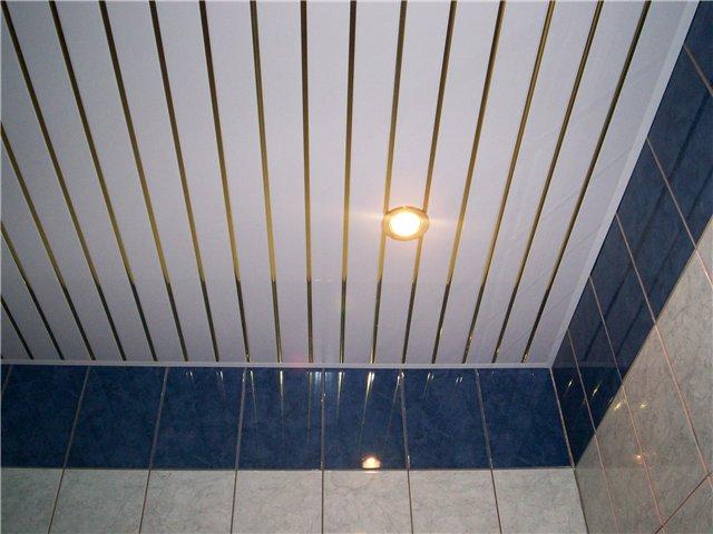 Пример пластикового потолка на кухне