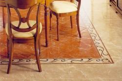 Пример комбинированного плиточного пола на кухне