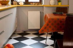 Пол на маленькой кухне