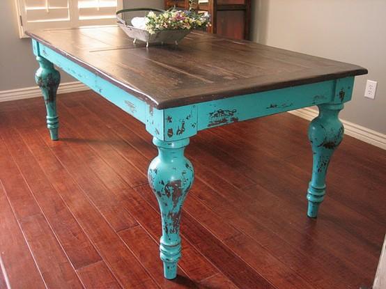 Искусственно состаренный стол