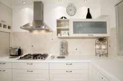 Светлые цвета в интерьере кухни