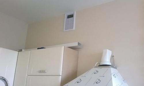 Отверстие вентиляционного короба на кухне