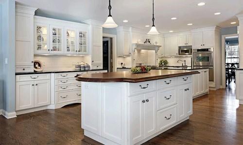 Дизайн большой кухни в белом цвете