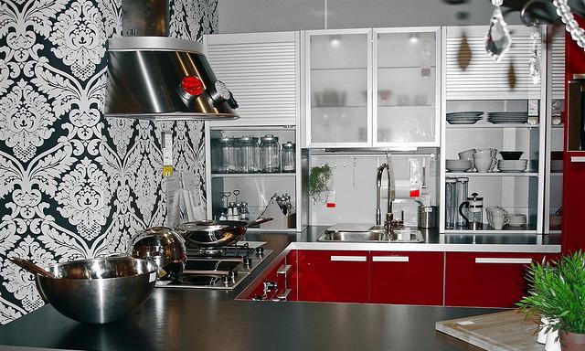 Как правильно клеить обои на кухне?
