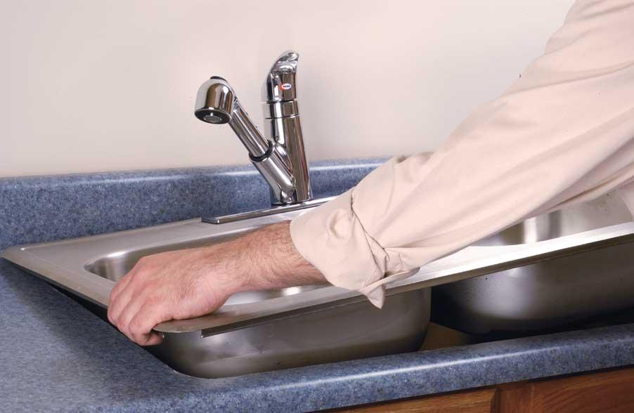 Как правильно установить врезную мойку на кухне?